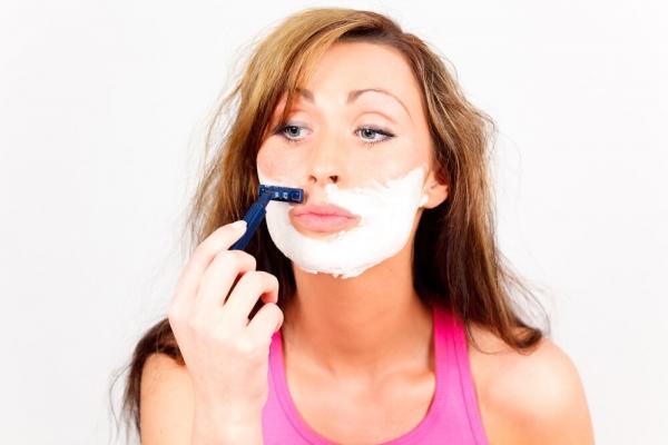 удаление волос на лице бритвой