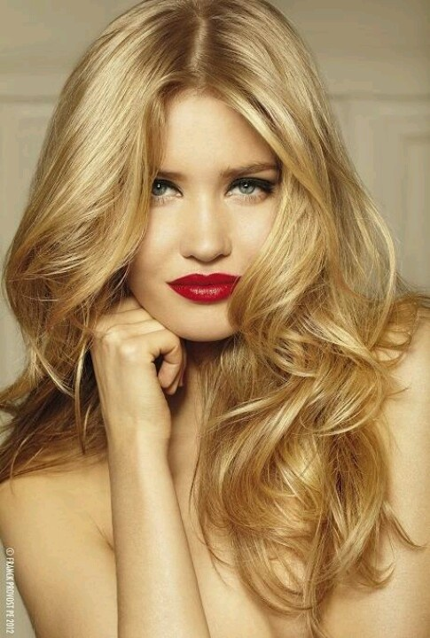 блондинки и красная помада макияж
