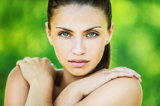 Дневной макияж для брюнеток с зелёными глазами