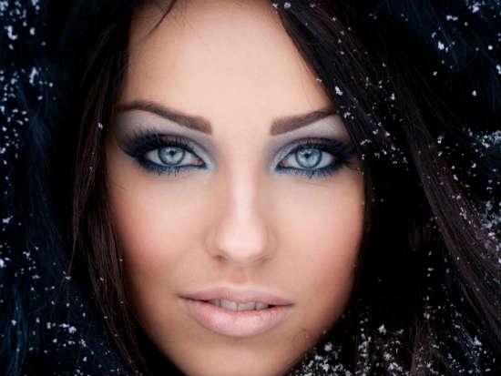Дневной макияж для брюнеток с голубыми глазами