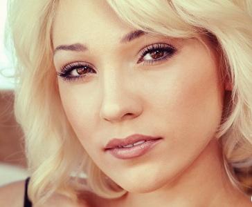 Дневной макияж для блондинок с карими глазами
