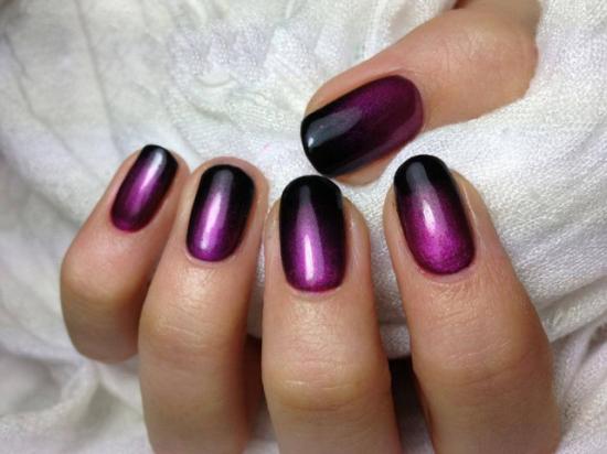 черный градиент на ногтях