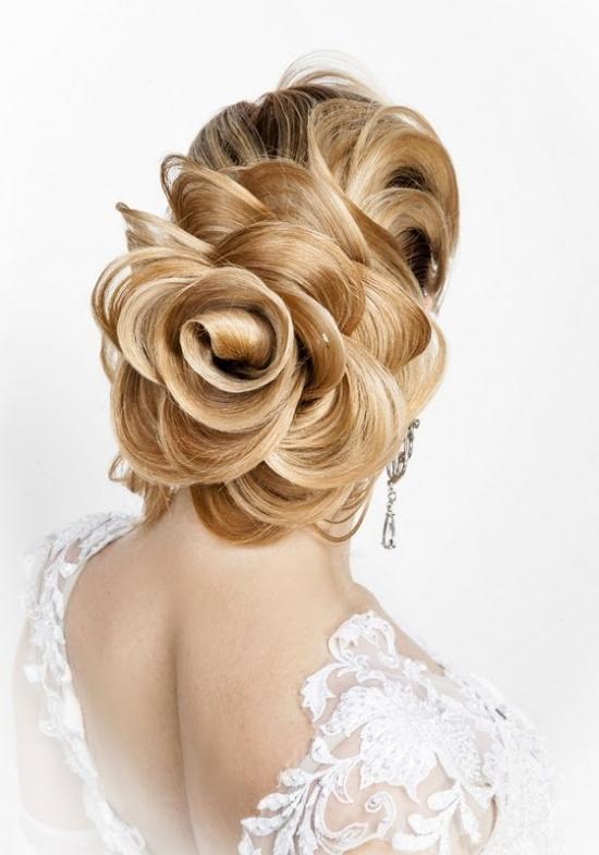 Прическа розочка из волос