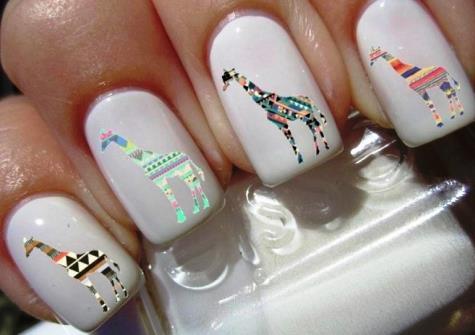 Маникюр с девушкой на ногтях