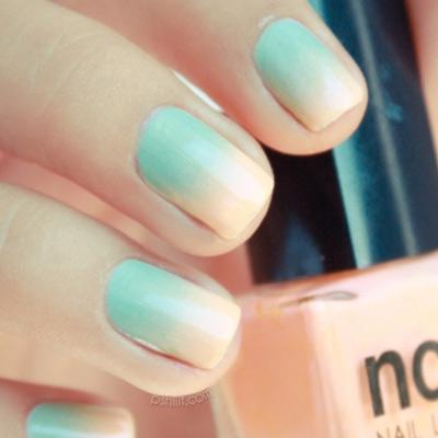 зеленый градиент на ногтях