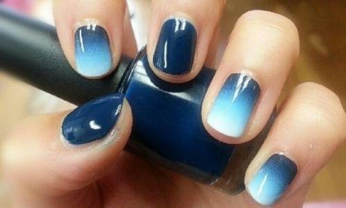 Градиент синий на ногтях
